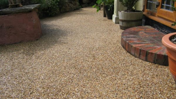 Resin bound gravel maintenance