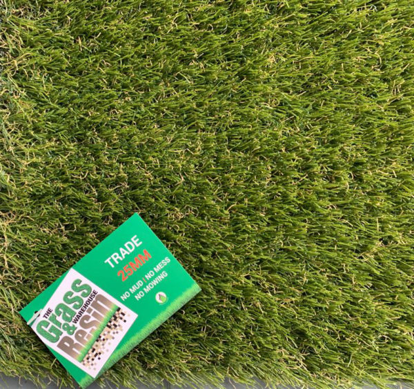 Trade 25mm artificial grass